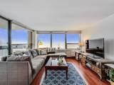 1360 Sandburg Terrace - Photo 8