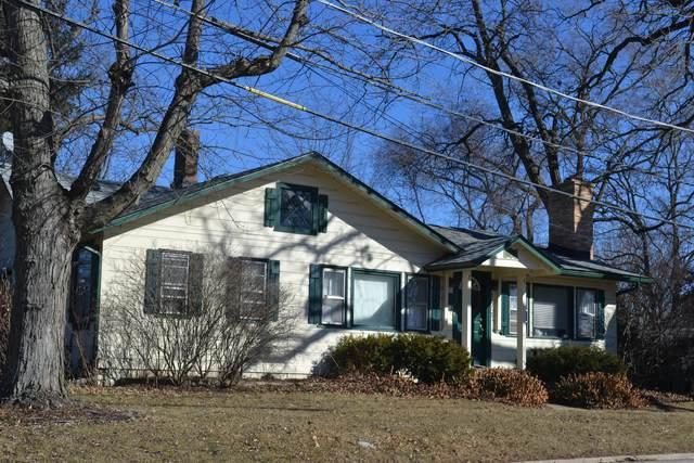 175 Lakeshore Drive, Crystal Lake, IL 60014 (MLS #09823049) :: Lewke Partners