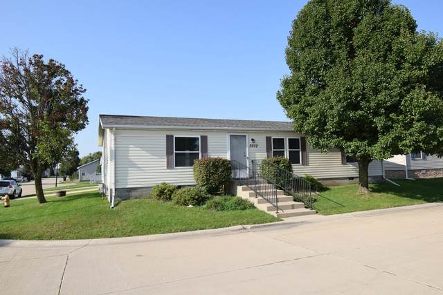 3002 Iris Way, Bloomington, IL 61705 (MLS #10880923) :: Littlefield Group
