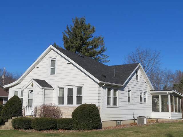 114 E Chestnut Street, Silver Lake, WI 53170 (MLS #10897711) :: Jacqui Miller Homes