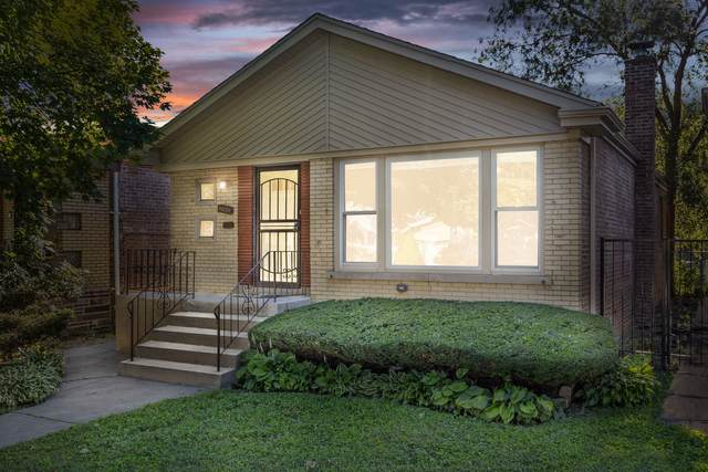 9025 S Phillips Avenue, Chicago, IL 60617 (MLS #10937049) :: BN Homes Group