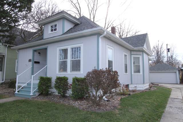 1611 E Taylor Street E, Bloomington, IL 61701 (MLS #10939006) :: The Wexler Group at Keller Williams Preferred Realty