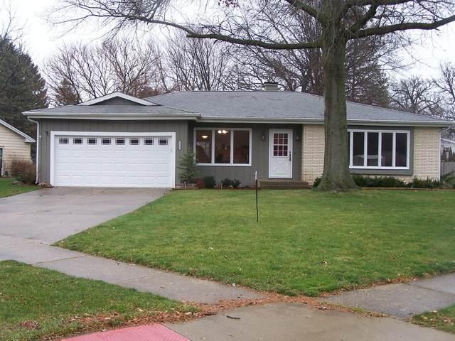 1110 N Oakwood Drive, Mchenry, IL 60050 (MLS #10940427) :: Lewke Partners