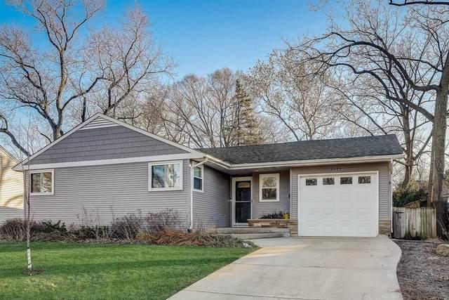 1614 E Illinois Street, Wheaton, IL 60187 (MLS #10944454) :: Schoon Family Group