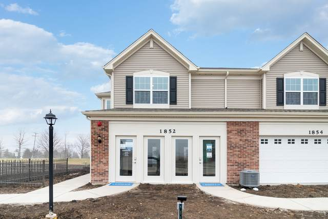 1348 Hawk Hollow Drive, Yorkville, IL 60560 (MLS #10959407) :: Schoon Family Group