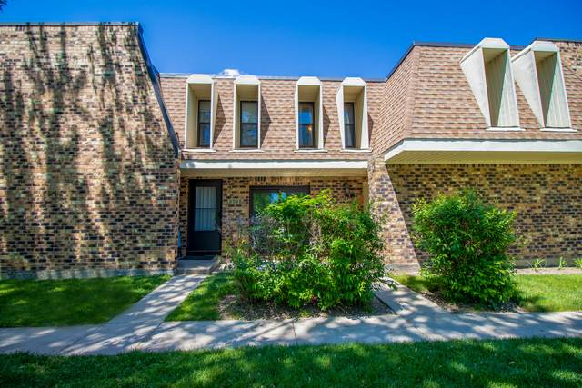 2028 Country Club Drive 8G, Woodridge, IL 60517 (MLS #10962846) :: Jacqui Miller Homes