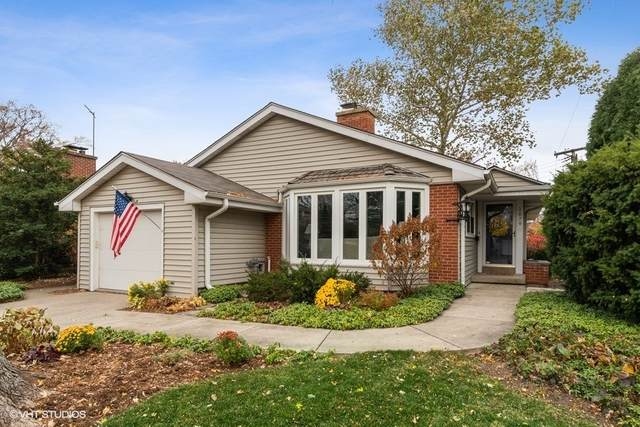 1879 Bosworth Lane, Northfield, IL 60093 (MLS #10962969) :: Suburban Life Realty