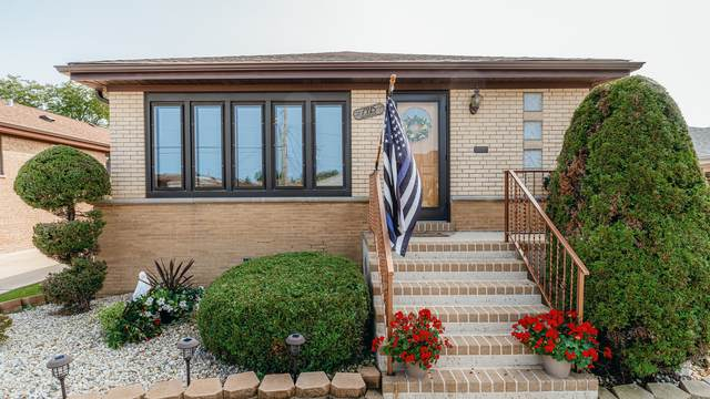 7915 W Seminole Street, Chicago, IL 60631 (MLS #10967191) :: Jacqui Miller Homes