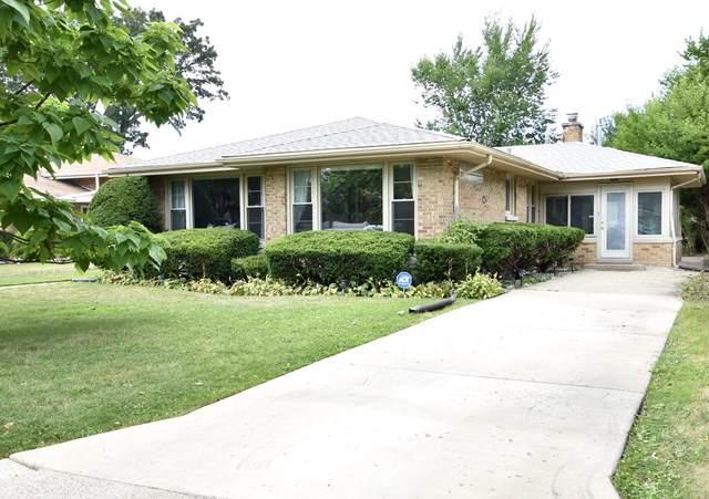 4408 W Greenleaf Avenue, Lincolnwood, IL 60712 (MLS #10969739) :: Schoon Family Group