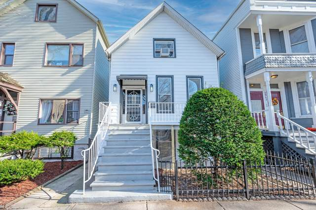 2945 N Racine Avenue, Chicago, IL 60657 (MLS #10975882) :: The Wexler Group at Keller Williams Preferred Realty