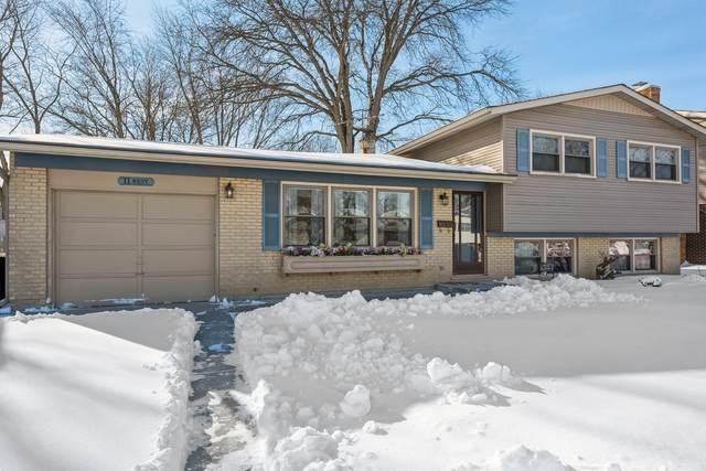 11 W Canterbury Drive W, Arlington Heights, IL 60004 (MLS #10982933) :: Jacqui Miller Homes