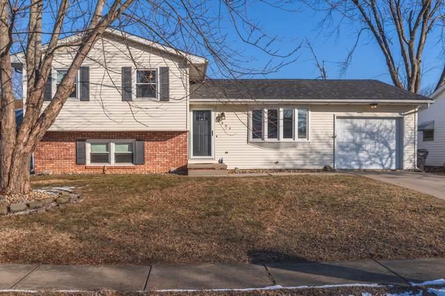 2904 Winchester Drive, Bloomington, IL 61704 (MLS #10986657) :: The Dena Furlow Team - Keller Williams Realty