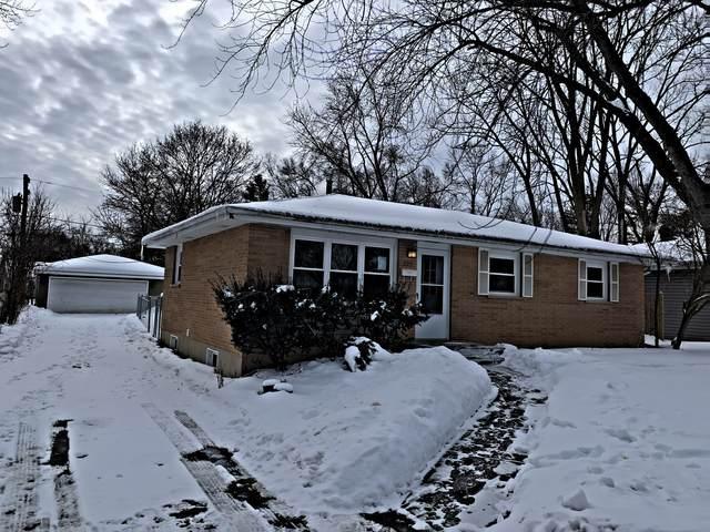 225 Bonnie Brae Avenue, Grayslake, IL 60030 (MLS #10993628) :: The Dena Furlow Team - Keller Williams Realty