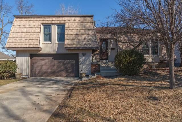 304 Hillside Lane, Bloomington, IL 61701 (MLS #11007507) :: Jacqui Miller Homes