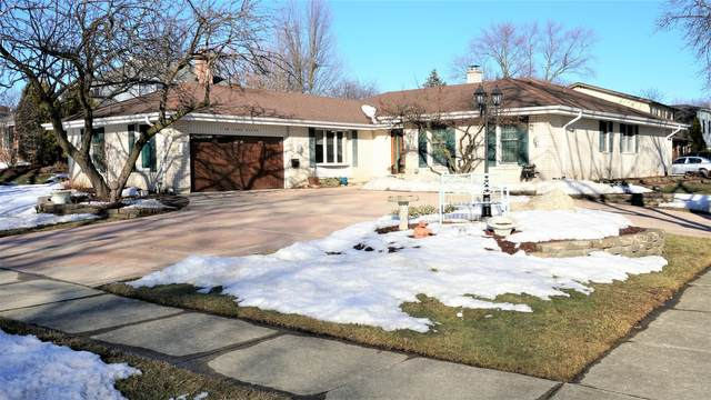 120 York Court, Naperville, IL 60540 (MLS #11007659) :: Carolyn and Hillary Homes