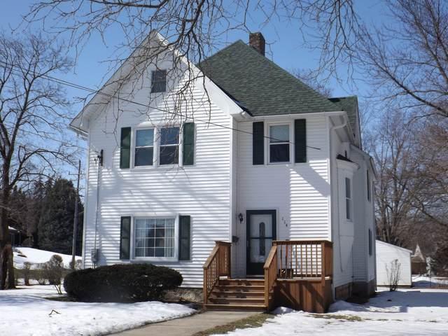 114 Locust Street, Prophetstown, IL 61277 (MLS #11008300) :: Helen Oliveri Real Estate