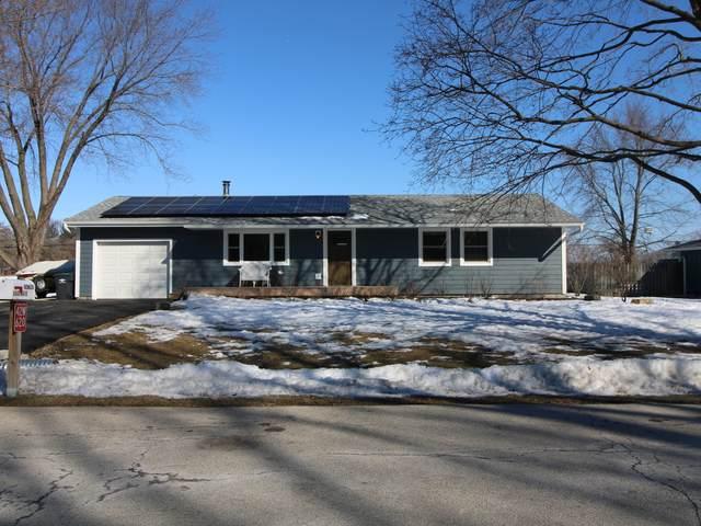 42W620 Star Lane, Sugar Grove, IL 60554 (MLS #11010004) :: The Dena Furlow Team - Keller Williams Realty