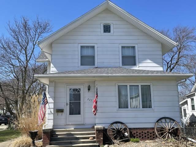 227 S Sangamon Avenue, Gibson City, IL 60936 (MLS #11031197) :: Helen Oliveri Real Estate