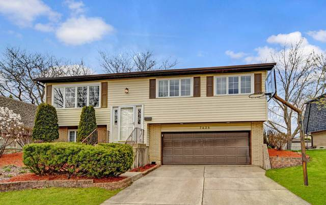 7438 Nottingham Drive, Tinley Park, IL 60477 (MLS #11043941) :: Littlefield Group