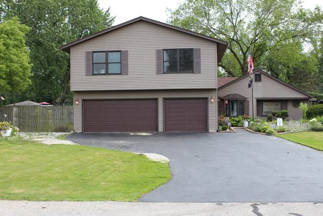 17W343 Hickory Avenue, Addison, IL 60101 (MLS #11051409) :: Angela Walker Homes Real Estate Group