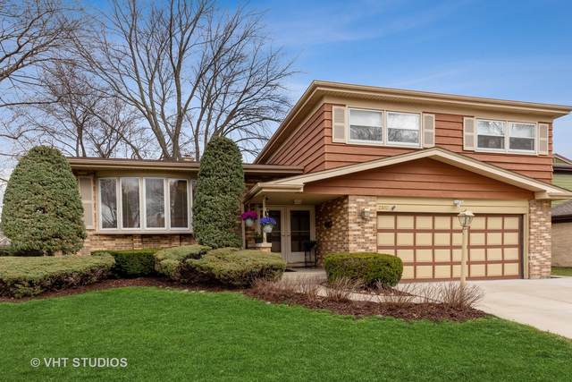 2302 E Michael Manor Lane, Arlington Heights, IL 60004 (MLS #11056929) :: Helen Oliveri Real Estate