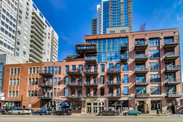 300 W Grand Avenue #213, Chicago, IL 60654 (MLS #11070462) :: Helen Oliveri Real Estate