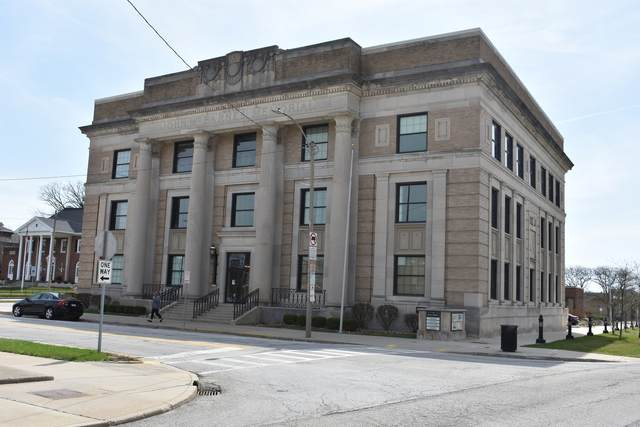 201 E Grove Street, Bloomington, IL 61701 (MLS #11080518) :: Ani Real Estate