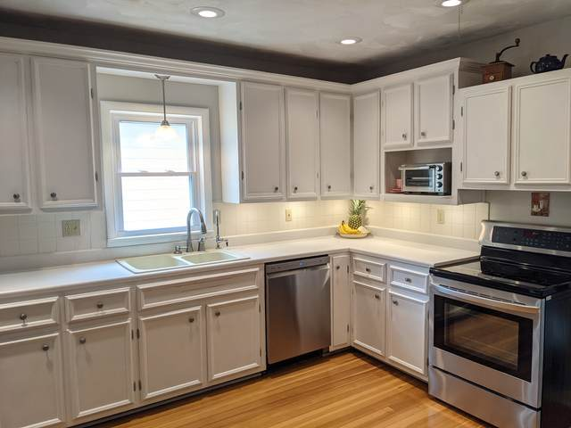 128 N Sunset Avenue, Freeport, IL 61032 (MLS #11084327) :: Helen Oliveri Real Estate