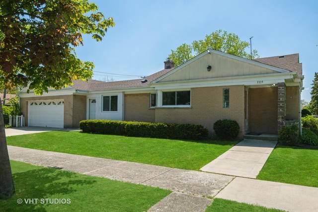7225 N East Prairie Road, Lincolnwood, IL 60712 (MLS #11084448) :: Helen Oliveri Real Estate