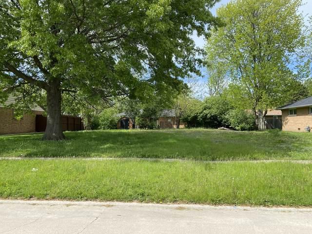 1106 Mitchem Drive, Urbana, IL 61801 (MLS #11088150) :: Littlefield Group