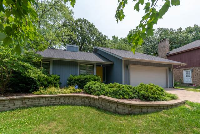 1874 Carriage Hill Road, Lisle, IL 60532 (MLS #11090852) :: O'Neil Property Group