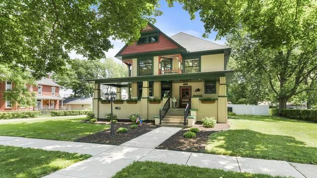 305 S 3rd Street, Oregon, IL 61061 (MLS #11120457) :: BN Homes Group