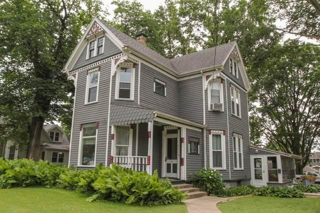 1119 E Grove Street, Bloomington, IL 61701 (MLS #11130156) :: Jacqui Miller Homes
