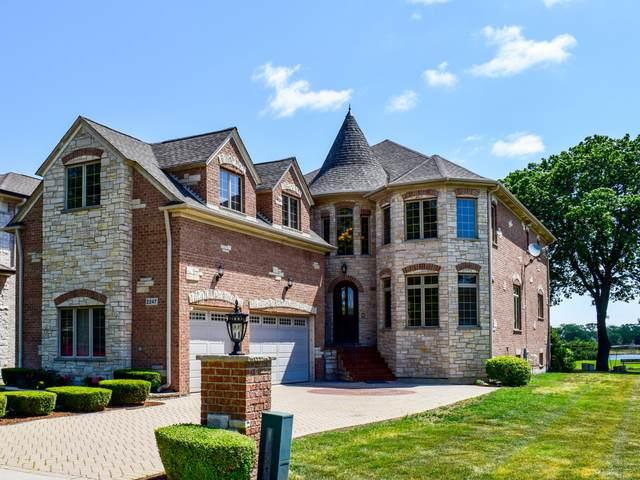 2247 Eastview Drive, Des Plaines, IL 60018 (MLS #11131189) :: Helen Oliveri Real Estate