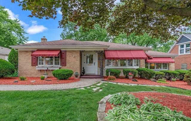 7 Indian Drive, Clarendon Hills, IL 60514 (MLS #11133397) :: Suburban Life Realty
