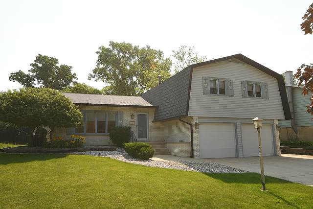 16901 Gaynelle Road, Tinley Park, IL 60477 (MLS #11147904) :: Schoon Family Group