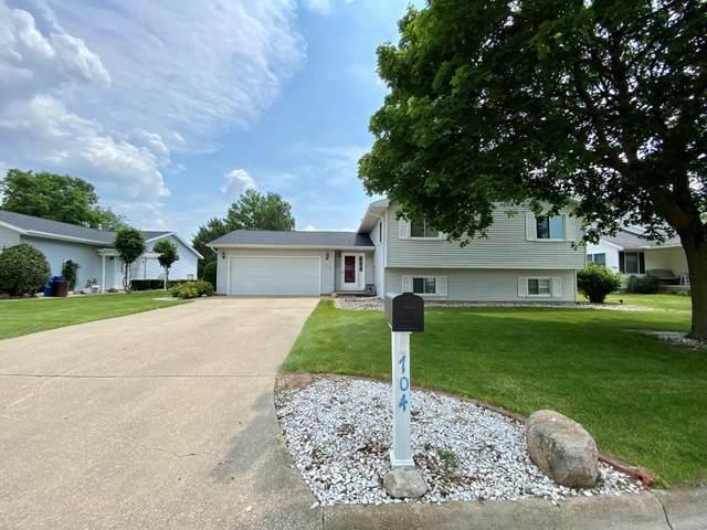 704 S Lawrence Way, Pontiac, IL 61764 (MLS #11148973) :: O'Neil Property Group