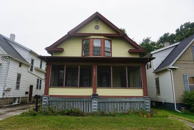 1101 S Center Street, Bloomington, IL 61701 (MLS #11155724) :: Jacqui Miller Homes