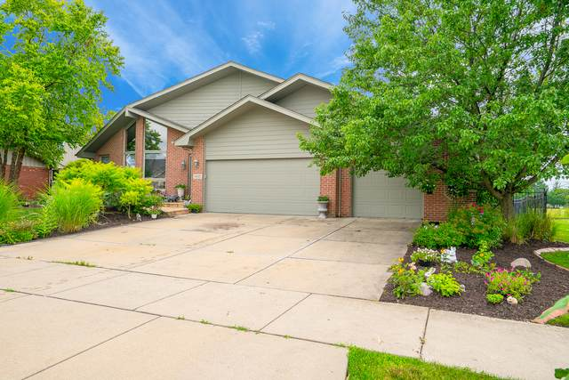 7835 Lakeside Drive, Tinley Park, IL 60487 (MLS #11157817) :: Suburban Life Realty