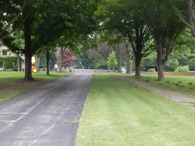 2 Kellogg Lane, Crystal Lake, IL 60014 (MLS #11177317) :: Suburban Life Realty