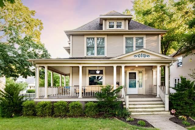 1217 E Grove Street, Bloomington, IL 61701 (MLS #11197166) :: John Lyons Real Estate