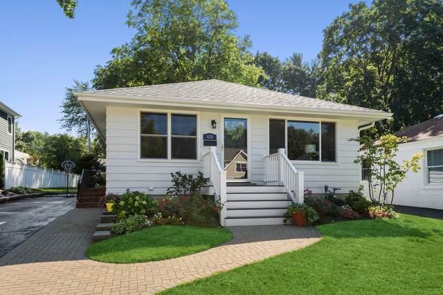 639 Meadow Lane, Libertyville, IL 60048 (MLS #11221455) :: Lewke Partners - Keller Williams Success Realty