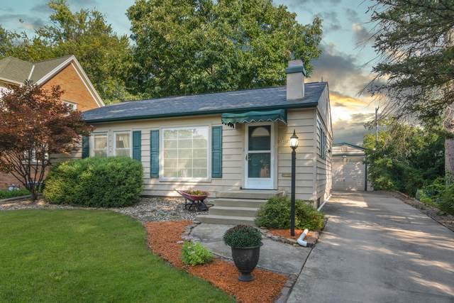 2022 E Jackson Street, Bloomington, IL 61701 (MLS #11221553) :: John Lyons Real Estate