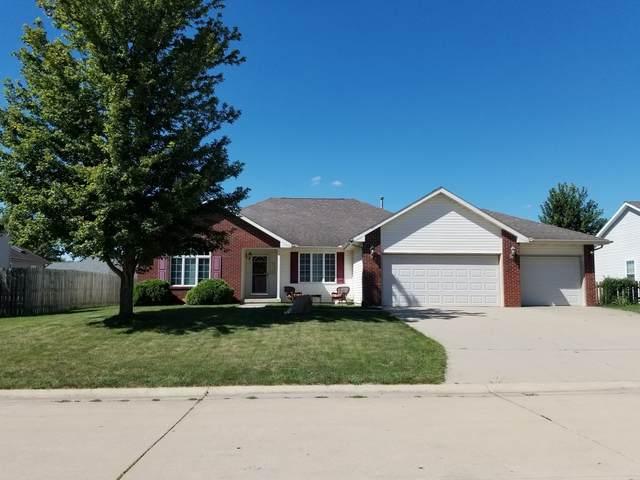 1004 N Fox Run, VILLA GROVE, IL 61956 (MLS #11223094) :: Ryan Dallas Real Estate