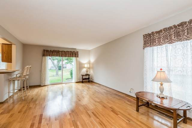 1652 College Green Drive, Elgin, IL 60123 (MLS #11228497) :: Carolyn and Hillary Homes