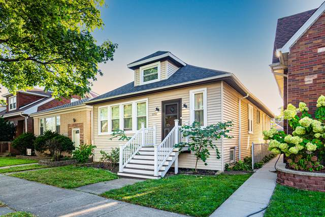 5742 N Moody Avenue, Chicago, IL 60646 (MLS #11230085) :: Schoon Family Group