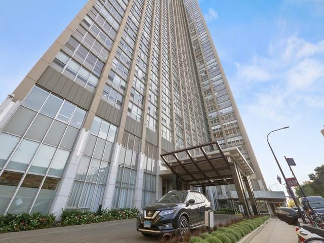 655 W Irving Park Road #902, Chicago, IL 60613 (MLS #11237359) :: Touchstone Group