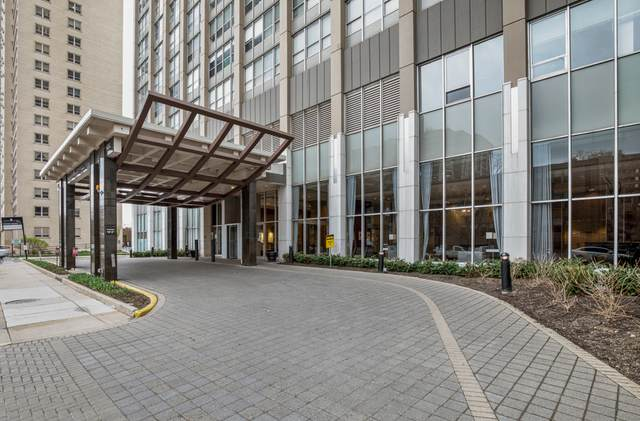 655 W Irving Park Road V-301, Chicago, IL 60613 (MLS #11247039) :: Touchstone Group