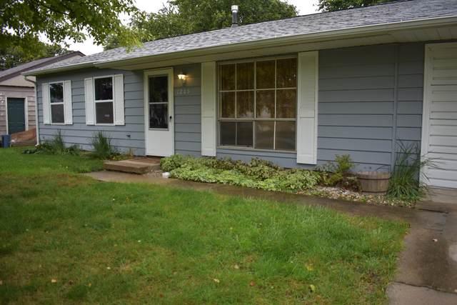1205 N Nixon Drive, Pontiac, IL 61764 (MLS #11247679) :: Littlefield Group