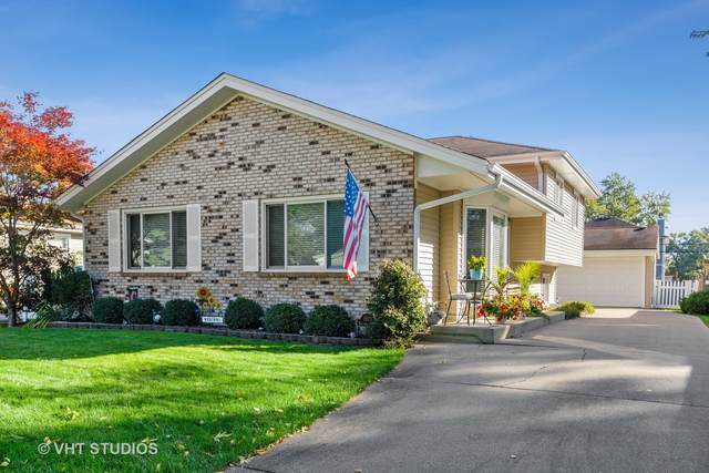 Downers Grove, IL 60515 :: Signature Homes • Compass